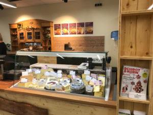 Hofladen + Werkstatt: Käsetheke